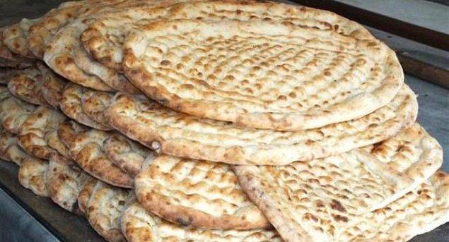 12. Urfa'da kebaptan sulu yemeğin yanında vazgeçilmez ekmektir!