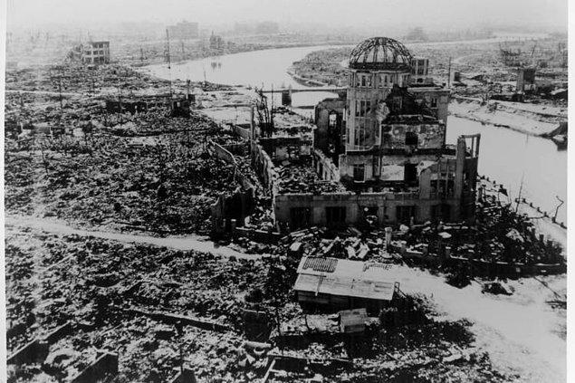 11. Atom bombalarını bırakan Enola Gay uçağında 12 kişilik bir mürettebat ekibi bulunmaktaydı.