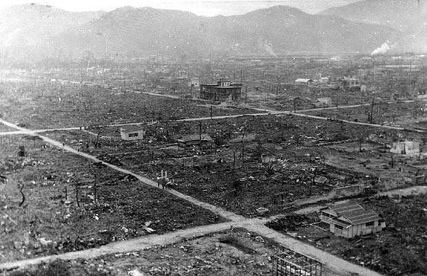 Tsutomu Yamaguchi adlı bir adam işe gitmek için Hiroshima'dan trene bindi ve şans eseri saldırıdan kurtuldu.