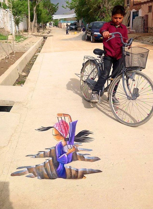 Shamsia ayrıca 3D resimler de yapıyor. Bu gördüğünüz resim Afganistan'ın ilk 3D resmi!