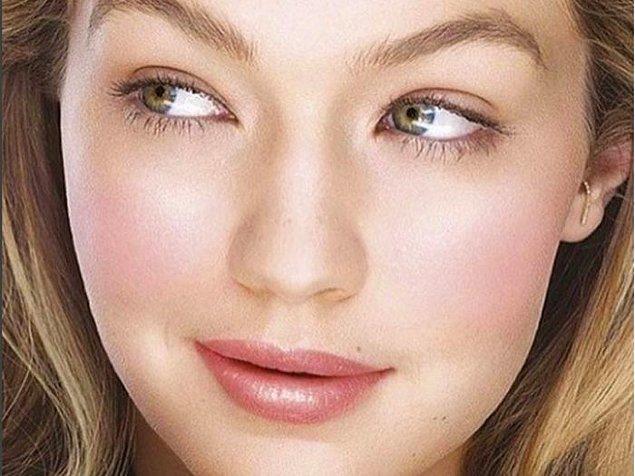 Ünlü model Gigi Hadid'in son dönemde sıkça askı küpeleri tercih etmesi, bu trendin dikkat çekmesinde etkili oldu.