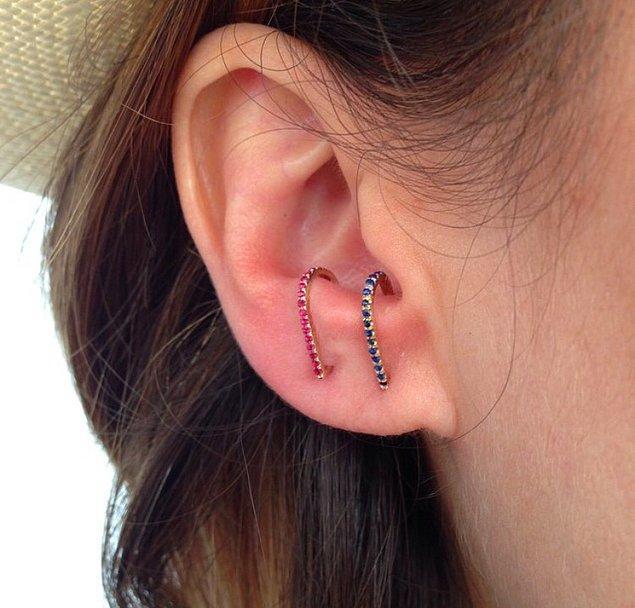 Bu küpelerin mantığı basit, kulak memesinin üstündeki boşluğa gizlenmek ve bir çeşit piercing görüntüsü oluşturmak.