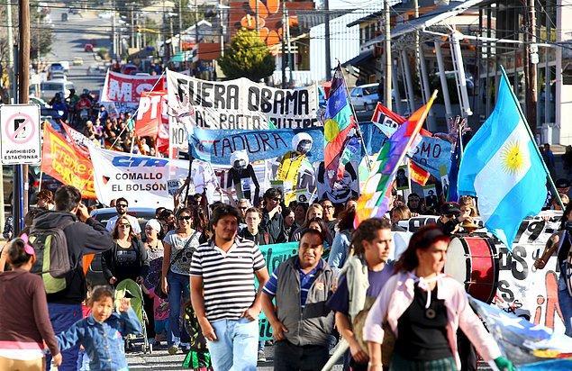 12. Arjantin'de politika tamamen bir tehlikedir.