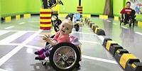 Parası Yetmeyince Felçli Kızlarına Kendi Elleriyle Tekerlekli Sandalye Yapan Aile