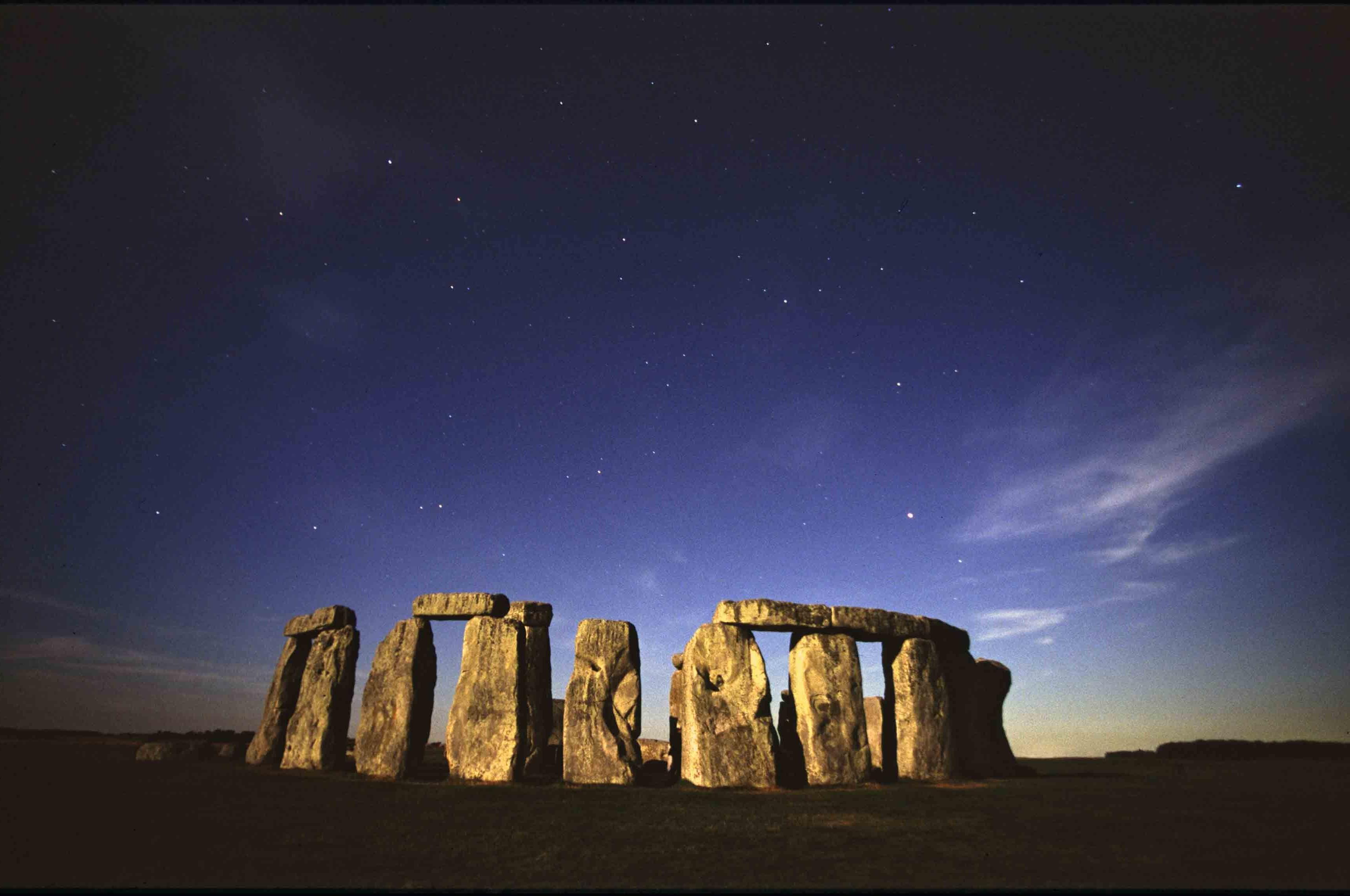 stonehenge moonlight - HD3450×2291