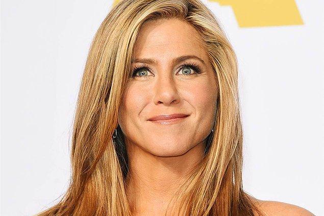 13. Hayatının büyük bir kısmında uçak kullanmak zorunda kalan Jennifer Aniston ise yükseklikten korkuyor!