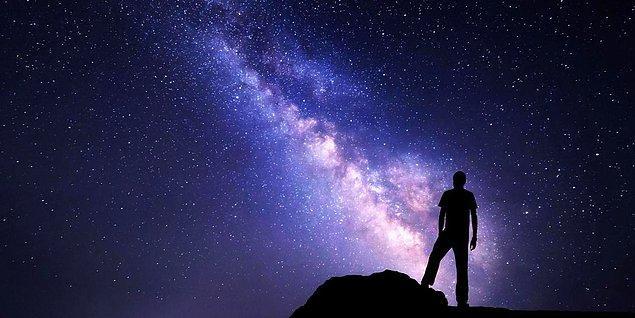 4. Doğru cevap! Her şeyin kaynağını (arkhe'yi) hava olarak tanımlayan Pre-Sokratik filozof hangisiydi?