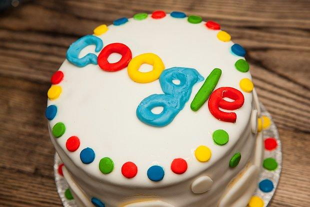 """18. Doğum Günü Şerefine İnternet Dünyasının Kralı """"Google"""" Şirketinin Kısa Tarihi"""
