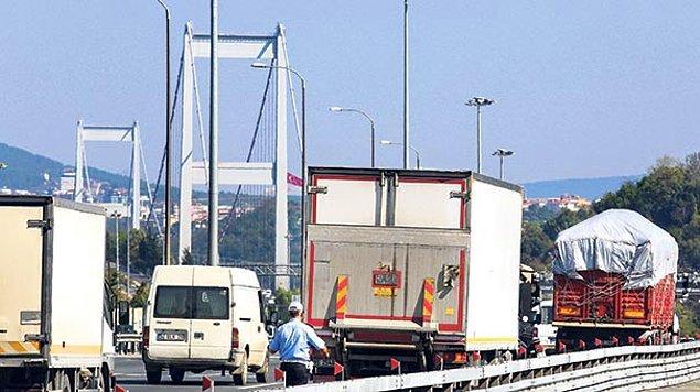 Bazı otobüs ve kamyon sürücüleri ise 'ek maliyet' olarak nitelendirdikleri bu meblağı ödememek için yasak olmasına rağmen FSM'den geçişlere devam ediyor.