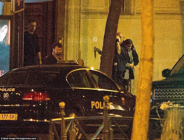 Polis, otel odasında kanıt aradı.