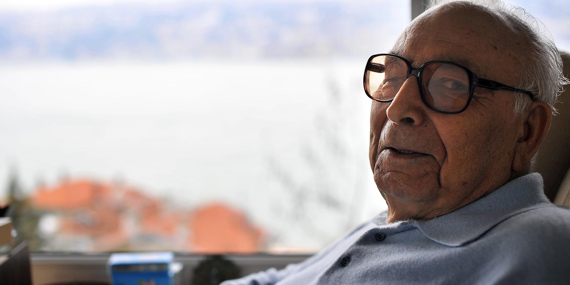 """Türk Edebiyatının """"Dev"""" İsmi Yaşar Kemal'in Mutlaka Okumanız Gereken 19 Kitabı"""