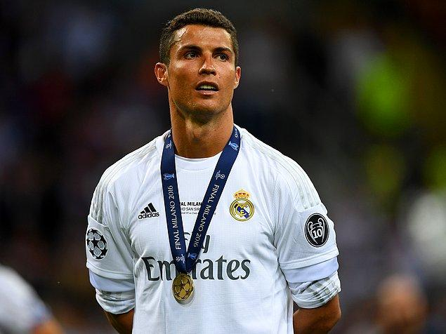 Ronaldo, Twitter'daki takipçi sayısıyla kitaba girdi