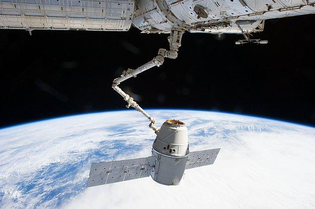 NASA halihazırda Uluslararası Uzay İstasyonu'nun (ISS) ikmali için en popüleri SpaceX olmak üzere özel firmalarla işbirliği içinde