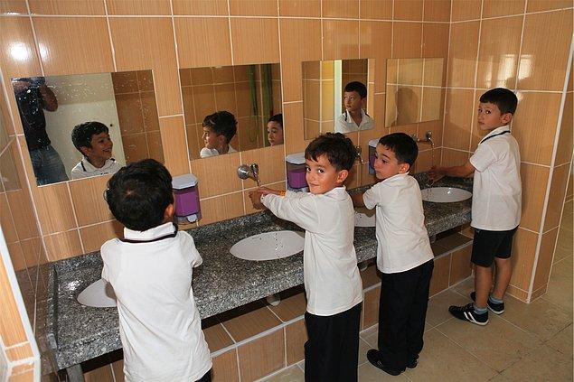 Hijyen de öğrencilerin yakındıkları konulardan biri; yalnızca 10 çocuktan 4'ü 'okul tuvaleti temiz' diyor