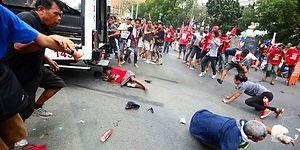 Filipinler'de Polis Kamyoneti ABD Karşıtı Göstericilerin Arasına Daldı