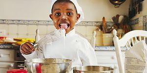 Ponçik Ellerine Sağlık! Yaş Gruplarına Göre Küçük Çocukların Mutfakta Yapabileceği Tarifler