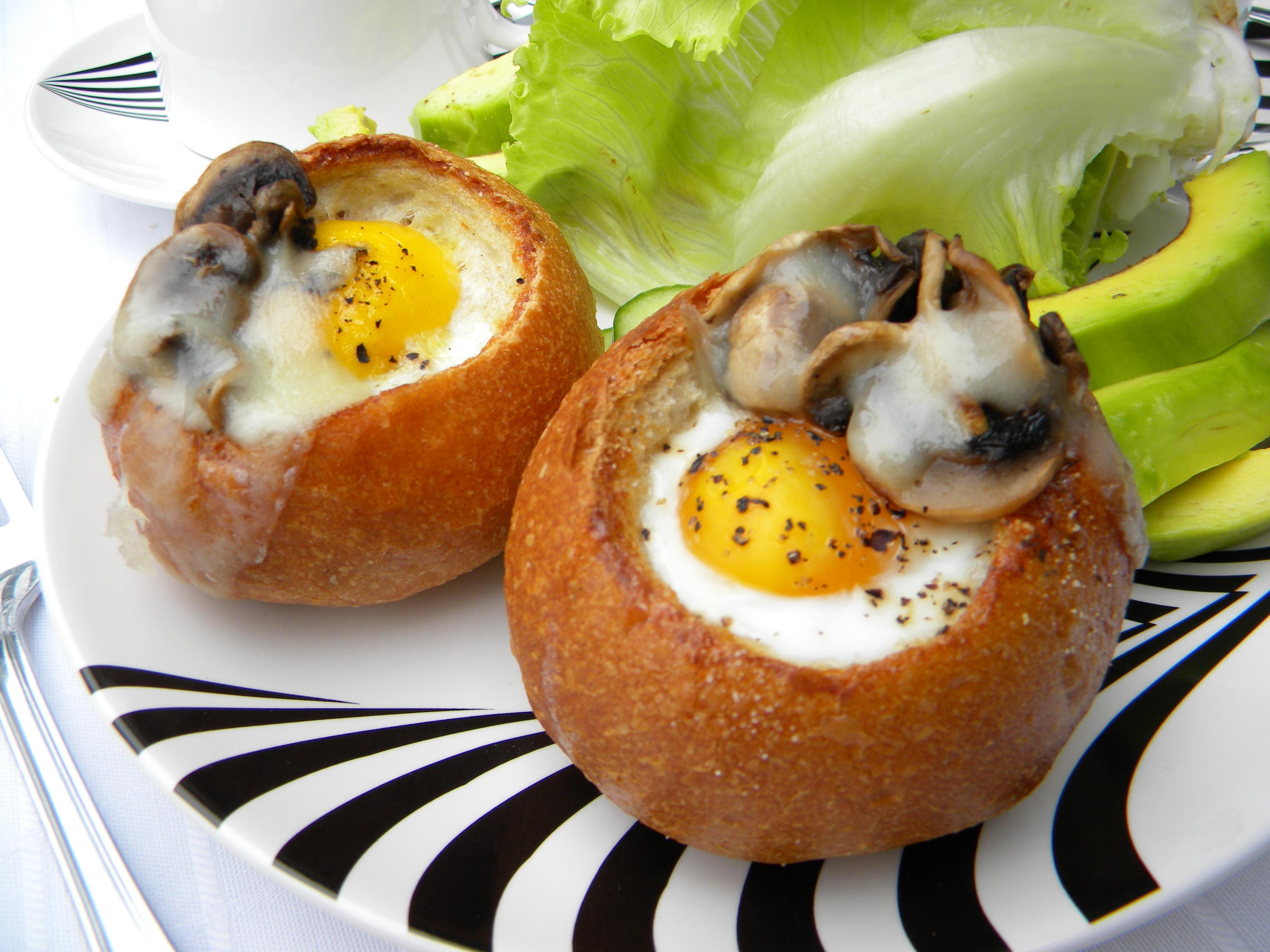 Ekmek Çanağında Yumurta Tarifi