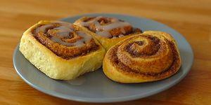 Mis Kokusu ile Sonbahar Mutluluğu Yaşatan Tarçınlı Rulo Çörek Nasıl Yapılır?