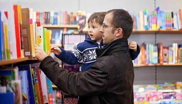 Başta babaları olmak üzere, çevrelerinde kitap okuyan yetişkin erkekler görmeleri, bu konudaki önyargılarının ortadan kalkmasına yardımcı oluyor.