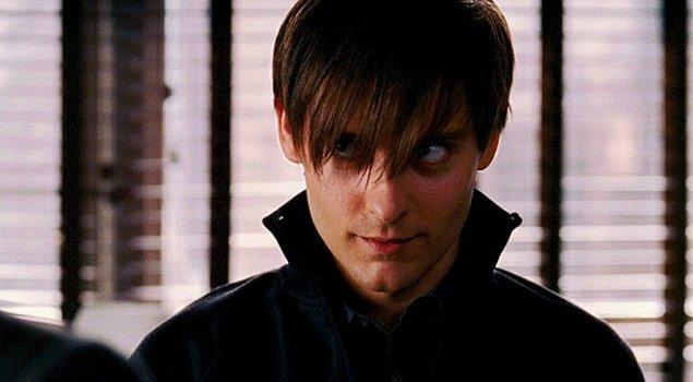 """3. Örümcek Adam 3 filmi ise bir dönemler anneleri, babaları ve hatta öğretmenleri çıldırtan """"emo Peter Parker"""" karakterini bizlere tanıttı. 😅"""
