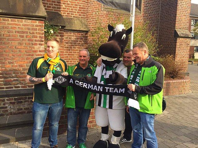Maç öncesi sokaklarda da renkli görüntüler oluştu. Celtic taraftarları, Mönchengladbach takımının maskotuyla fotoğraf çektirdi.