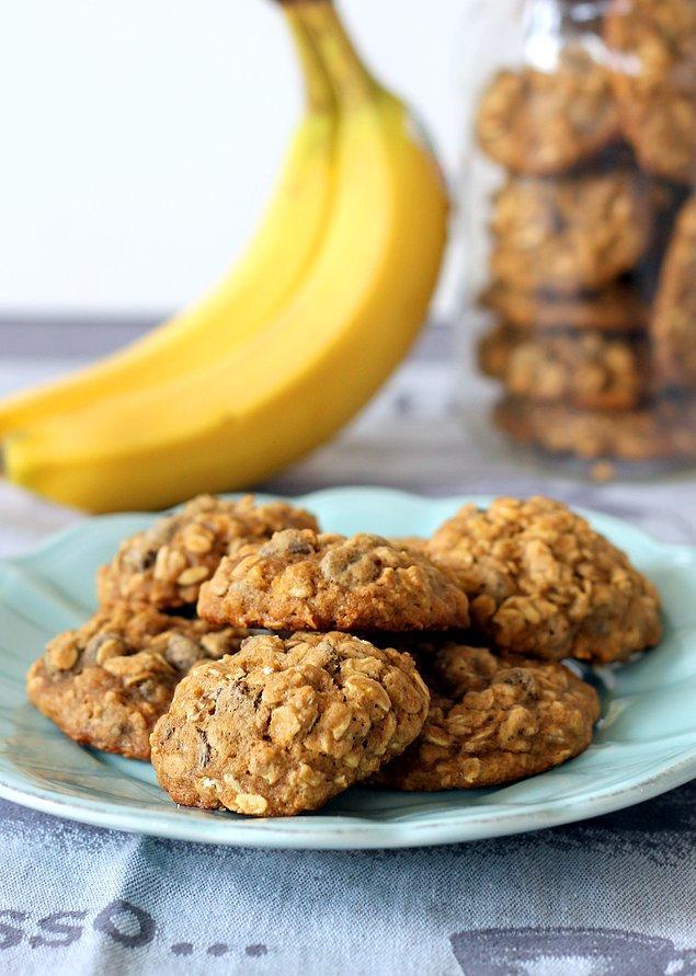 9. Muzlu kurabiyelerin üzeri pembiş pembiş olana kadar pişiriyoruz.