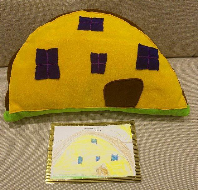 Karne günü geldiğinde, öğrencilerine hayallerindeki oyuncakları hediye etmiş!