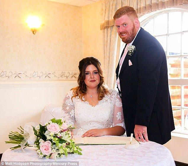 4 yıllık çift düğünden sonra çekilen bu fotoğrafları sosyal medya üzerinden paylaştı.