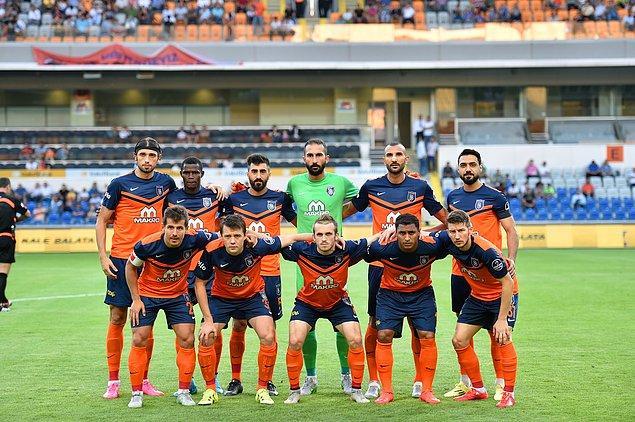 Süper Lig'de 10. hafta itibariyle Başakşehir, kalesinde gördüğü 6 golle en az gol yiyen takım konumunda.