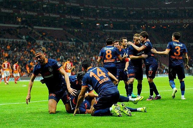 Spor Toto Süper Lig'in 10. haftasında Başakşehir, deplasmanda Galatasaray'ı 2-1 mağlup ederek liderliğini sürdürdü.