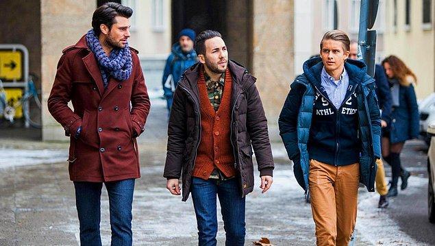 6. Kombinli/uyumlu giyinmeye dikkat et. Ne neyin üstüne olur, hangi renk hangi renk ile uyumlu olur bir fikrin olsun.