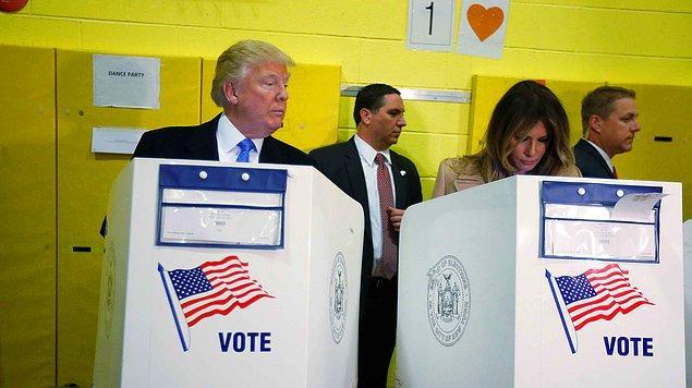 Trump'ın oy kullanırken eşine attığı bu bakış gündem oldu