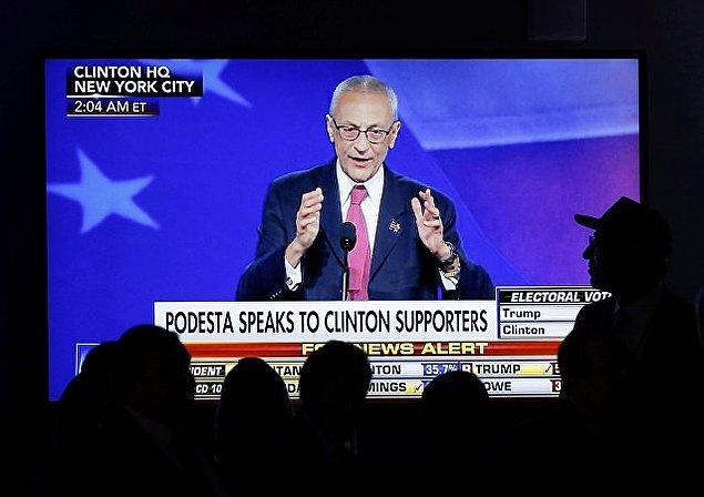 """Seçim sonuçları hakkında açıklamalarını yapmak için yarını bekleyeceklerini belirten Podesta, """"Sözlerimiz henüz bitmedi"""" dedi."""