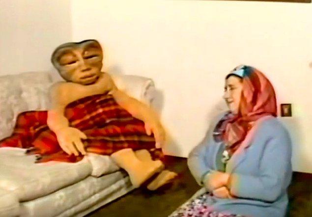 Hatçe Hanım Homoti'ye ahiret soruları sormaya başlar.