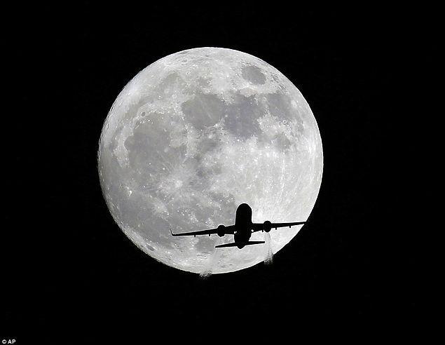 Ay, Dünya'ya en yakın noktaya ulaştığında yüzde 14 daha büyük ve yüzde 30 daha parlak göründü.