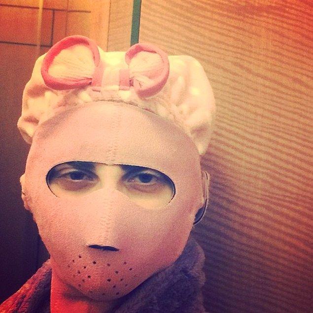3. Lady Gaga bu ürkütücü şeyi kostüm olarak da giyebilirdi aslında... Ama bu da sadece bir güzellik maskesi!