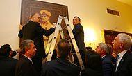 CHP'li Vekiller Meclis'teki 'Mareşal Atatürk' Portresini Yeniden Yerine Astı