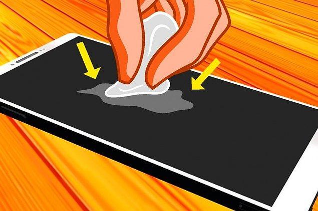 9. Akıllı telefonunuzun veya tabletinizin ekranını kağıtla silin.