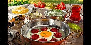 İnsanı Mutluluktan Uçuran Bir Pazar Kahvaltısı Sofrasında Olması Gereken 13 Muazzam Şey