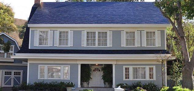 Tesla çatılara da el atacak. Tesla çatılarıyla artık çatılarınızı daha ucuza inşa edebilirsiniz.