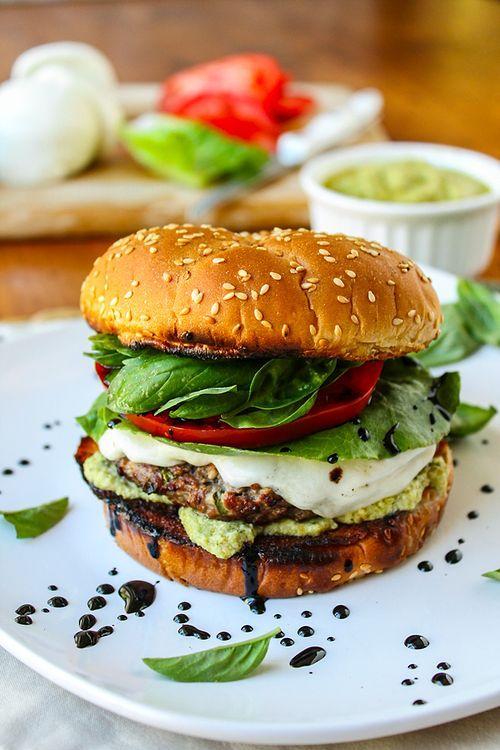 Hamburgerin Beşli Tonu: Sadece Beş Malzemeyle Damaklara Aşk Yaşatacak 12 Hamburger Tarifi 66