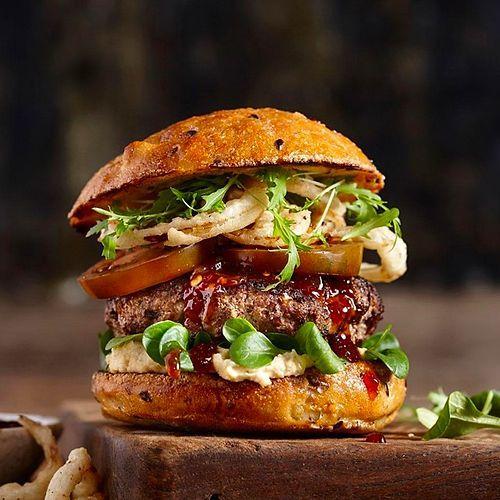 Hamburgerin Beşli Tonu: Sadece Beş Malzemeyle Damaklara Aşk Yaşatacak 12 Hamburger Tarifi 22