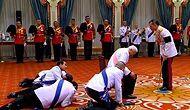Tayland'ın Yeni Kralını Yere Yatarak Selamladılar