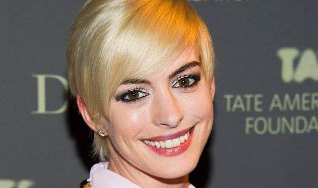 8. Anne Hathaway'in bir daha saçını sarıya boyatması oy birliği ile yasaklansın lütfen.