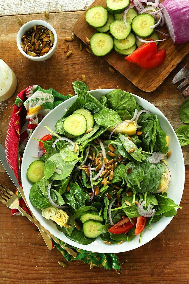 8. Marula, rokaya, kıvırcığa harika bir alternatif: Ispanak Salatası!