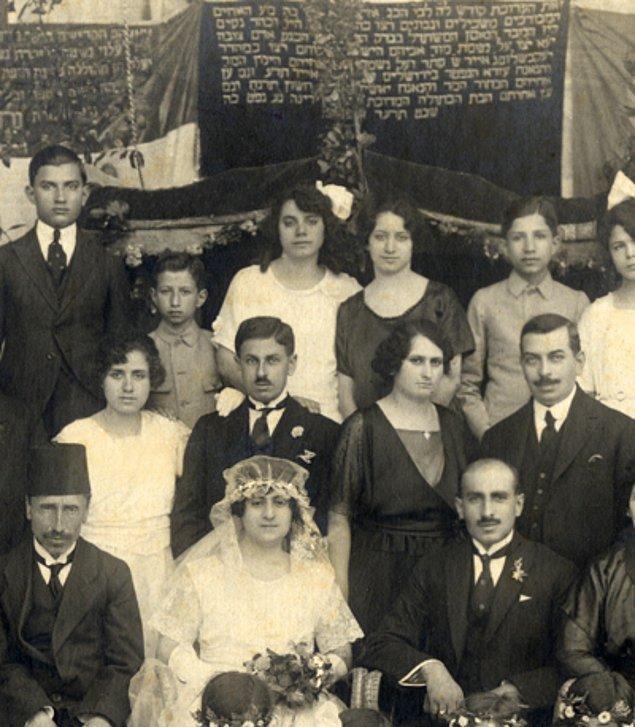 Suriye bugünlerde dini aşırılık ile biliniyor. Peki 1960larda Suriye'de bir Yahudi düğününde çekilen bu fotoğraf hakkında ne düşünüyorsunuz?