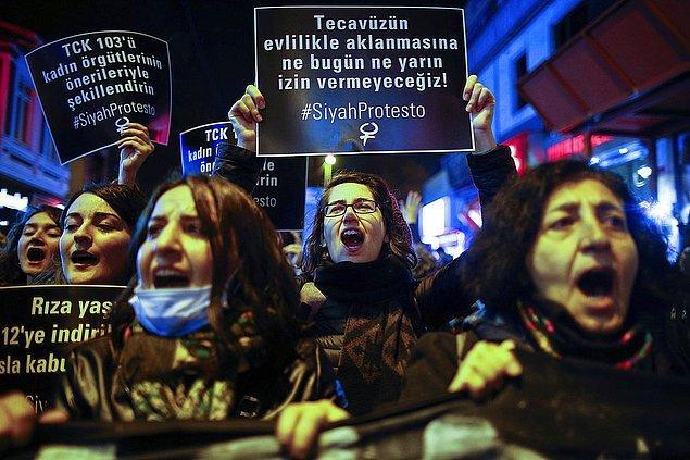 19. 18 Kasım'da Türkiye'nin dört bir yanından kadınlar, tecavüze uğrayan çocuğun tecavüzcüsüyle evlendirilmesi durumunda cezanın kalkması yönünde yönergeye karşı sokaklara döküldüler!