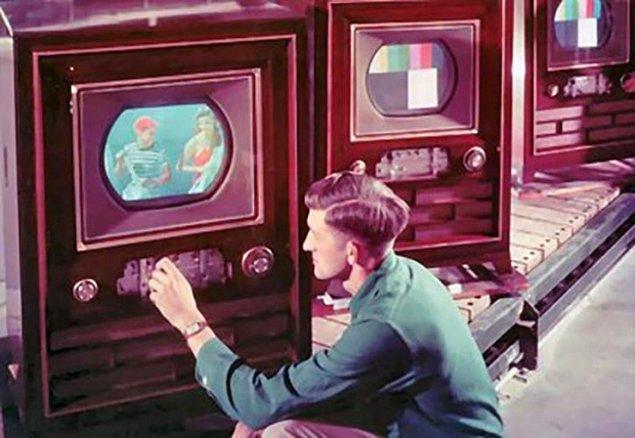 4. Evlerimizi şenlendiren televizyonların renklileri üretildi.