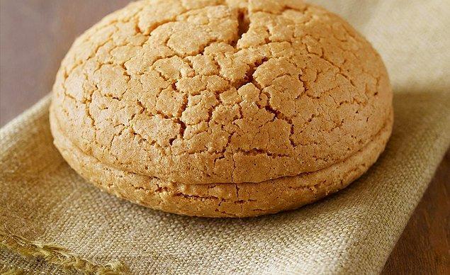 8. Hamile kadınların en çok aş erdiği pastane ürünlerinden biri acıbadem kurabiyesi!