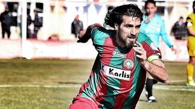 1980 Diyarbakır doğumlu Şehmus Özer, 19 yaşındayken Diyarbakır'ın Erganispor takımında futbol hayatına başladı.